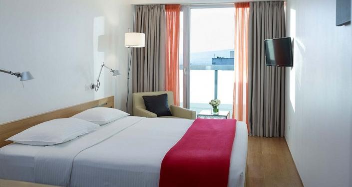 Fresh-Hotel-Room
