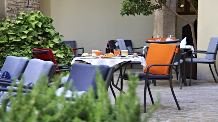 Hotel Tres Courtyard