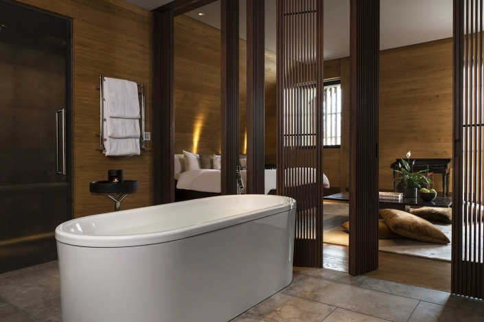 The Chedi Deluxe Room Bathroom
